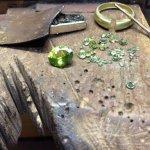 bague en or jaune et peridoto verde et diamants
